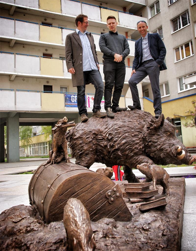 Odlew rzeźby Dzików wykonany przez gliwicką odlewnię GZUT