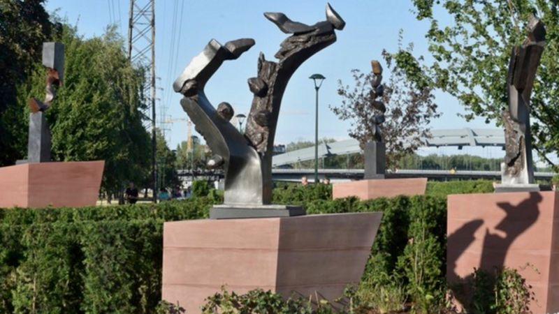 """Otwarto """"Ogród nadziei"""" z rzeźbami Hedvy Ser"""